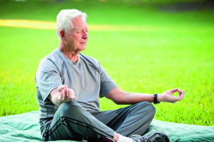 für-yoga-ist-man-nie-zu-alt